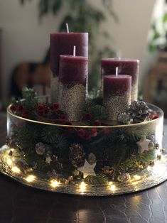Wine Candles, Advent Candles, Pillar Candles, Christmas Arrangements, Christmas Centerpieces, Christmas Decorations, Diy Crafts To Do, Centre Pieces, Rustic Christmas