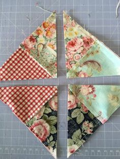 Easy way to do double pinwheelThe half triangle quilt block / pinwheel. Sew 4 small squares together and then sew to a plain larger square. Sew perimeter at Cut on diagonal for pinwheels.How to make a patchwork quilt where the squar Quilt Square Patterns, Scrap Quilt Patterns, Pattern Blocks, Pinwheel Quilt Pattern, Easy Baby Quilt Patterns, Jelly Roll Quilt Patterns, Hexagon Quilt, Scrappy Quilts, Easy Quilts