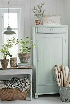 decor styles Top Swedish Scandinavian Farmhouse Style for Your Home and Apartment (No Top Swedish Scandinavian Farmhouse Style for Your Home and Apartment (No – DECOREDO Shabby Chic Interiors, Shabby Chic Decor, Interior Exterior, Home Interior, Interior Design, Swedish Farmhouse, Farmhouse Style, Farmhouse Decor, Ux Design