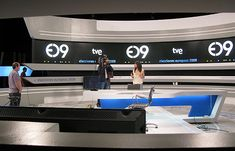 programas informativos - Buscar con Google Tv Set Design, Stage Design, Exhibition Display, Exhibition Space, Studio Lighting Setups, Virtual Studio, Office Pictures, Tv Sets, Graduation Project
