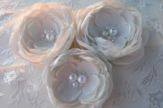 White Flower Clip Hair Fascinator Bridal Headpiece Wedding Hair Flower Accessorie Bridesmaid Gift Floral Clip Bridal Hair Accessories Brooch