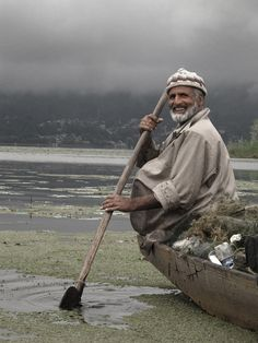 Boatman, Kashmir, India