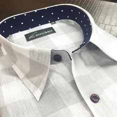 Prep up for the weekend with a luxurious linen designed perfectly to your style… Bespoke Shirts, Custom Shirts, Formal Shirts, Casual Shirts, Italian Shirts, Classy Men, Dapper Men, Mens Fashion, Style Fashion