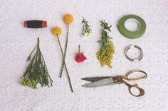 이미지 출처 http://www.projectwedding.com/blog/wp-content/uploads/2013/07/floral-napkin-ring-supplies1.jpg