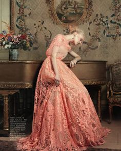 Anne Sophie Monrad in Elie Saab Haute Couture, photographed by Marianna Sanvito for Elle Russia April 2012 Elie Saab Gowns, Elie Saab Couture, Elle Moda, Fashion Fotografie, Elie Saab Spring, Mode Vintage, Vintage Pink, Dress Vintage, Vintage Lace
