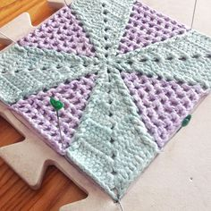 Two-tone Square: a Tutorial for Square 6 of the Scheepjes Wol CAL
