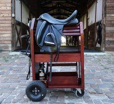 Horse tack rooms - Custom made wood – Horse tack rooms Horse Gear, Horse Tips, Horse Stalls, Horse Barns, Stage Equitation, Tack Locker, Horse Tack Rooms, Western Horse Tack, Western Saddles
