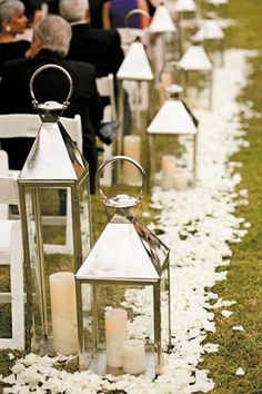 Tip of the Day: Lanterns are a popular choice for wedding ceremony, cocktail party terrace and outdoor wedding reception décor! They come in so many styles, from rustic to Moroccan, and you can pair different sizes together for extra flair. Use lanterns to line your aisle, decorate stairs, or serve as pretty accents on your family photos table.