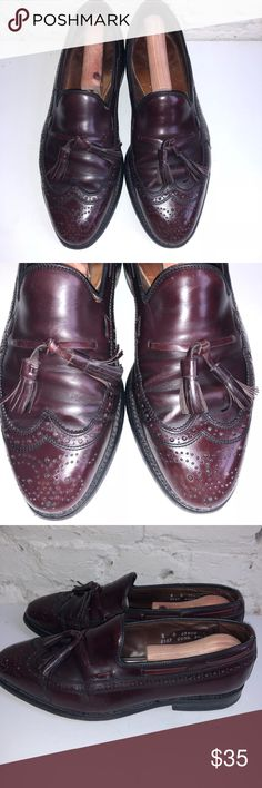 Allen Edmonds Manchester Mens Wingtip Oxford Sz 8D The product you are purchasing is a pair of Men's Allen Edmonds Manchester Burgundy Leather Wingtip Loafers size 8D. These shoes are in good condition w/ few signs of wear, have a Brogue design and the heel/sole is in good condition with lots of life left. They have been recently cleaned/conditioned, buffed, and polished. This shoe is well over $200 new and can be yours for much cheaper!!  Style: Wingtip Loafer  Color: Burgundy Leather…