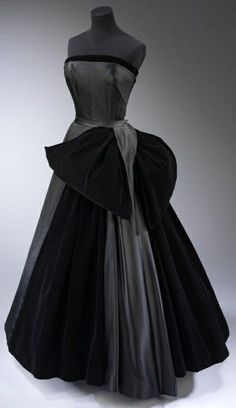 Christian Dior 1949. I think I need to do a new board of just fantasy vintage gowns. purrrrrrrrrr. jαɢlαdy