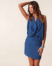 Akira Dress - Cover - Blau - Partykleider - Kleidung - NELLY.DE Mode online