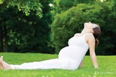 7 Things To Know Before Practicing Yoga When You're Pregnant