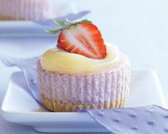 Lemon-Strawberry Cheesecake Cupcakes I found this awesome recipe in the latest issue of Food and Drink from the LCBO Ingredients 2 eggs oz g) lemon social tea biscuits (¼ pkg) 3 tbsp mL). Strawberry Cheesecake Cupcakes, Cheesecake Bars, Mini Cheesecakes, Mousse Cake, Baking Cupcakes, Recipe Details, Lemon Curd, Food And Drink, Sweets