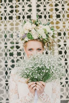 Baby's breath and a gorgeous headpiece.