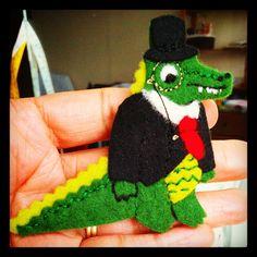 Working on some new brooches. Meet Elegant Croc. #miniappliques #feltbrooch #cutecrafts #crocodile