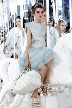 Louis Vuitton Spring 2012 Ready-to-Wear Fashion Show Details