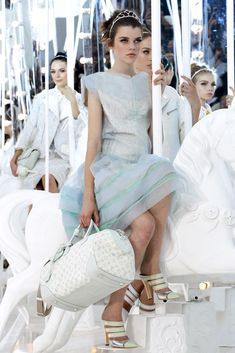 Louis Vuitton Spring 2012 Ready-to-Wear Fashion Show Details