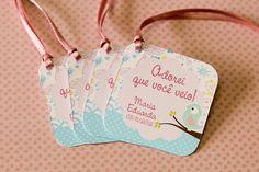Festa Impressa - Pássaros da Maria Eduarda A pequena Maria Eduarda fez aniversário e a mamãe preparou uma festa linda com o tema Pássaros. Vejam só o charme que ficou o kit produzido aqui na Tuty.