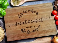 New Wood Burning Cutting Board Ideas Personalized Wedding Ideas Custom Cutting Boards, Engraved Cutting Board, Diy Cutting Board, Personalized Cutting Board, Wood Burning Crafts, Wood Burning Art, Wood Crafts, Idee Diy, Personalized Wedding Gifts