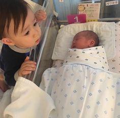 Will and Ben Hammington. Superman Cast, Superman Kids, Cute Kids, Cute Babies, Korean Babies, Infant Activities, Beautiful Babies, Baby Pictures, Photoshoot