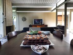 Open Houses are the best way to see an #Eichler home in full entertaining mode! We love hosting Wine & Cheese events but also had an Eichler #tailgate party this past weekend between games. #RealEstate #ForSale   |   EichlerSoCal