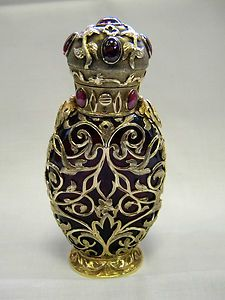 ANTIQUE VICTORIAN GOLD PERFUME / SCENT BOTTLE IN CASE LONDON c 1830 (About 60 years before my focus, but items like this were made to last. I am sure they would have kept their mother's gorgeous perfume bottles!)