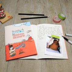 """Una de las libretas que incluye una Baby MyRetrobox (cápsula del tiempo para bebés) es la libreta de """"Mensajes de personas que quisieron saludarte cuando sólo eras un renacuajo"""": una libreta en la que las personas cercanas al bebé podrán dejarle un emotivo mensaje para el futuro. ¡Seguro que al niño/a le emociona leer las palabras que le regalaron sus seres queridos cuando sea mayor y abra su capsula del tiempo! #regalo #bebe  #MyRetrobox #recuerdos"""