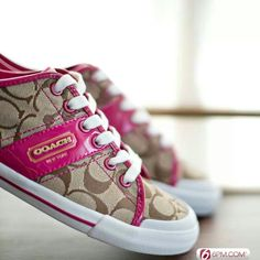 Low cost real Coach handbags, all models of Coach purses and handbags at cheap rates. Shop many brands of designer purses and handbags at cheap prices. Coach Tennis Shoes, Coach Sneakers, Coach Shoes, Guess Shoes, Me Too Shoes, Coach Handbags, Coach Purses, Cheap Coach Bags, Handbag Stores