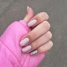 Silver and pink nails - ChicLadies. Cute Nails, Pretty Nails, My Nails, Trendy Nail Art, New Nail Art, Silver And Pink Nails, Neutral Nails, Perfect Nails, French Nails