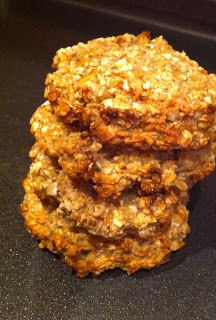 Banana and Oat Cookies in 15 minutes! Perfect for breakfast! More FULL RECIPE HERE Diet Cookies Recipe healthy cookies recipe oatmeal hea. Healthy Oat Cookies, Banana Oat Cookies, Tasty Cookies, Sugar Free Oat Cookies, Raisin Cookies, Oatmeal Cookies, Chocolate Cookies, Slimming World Desserts, Slimming World Recipes