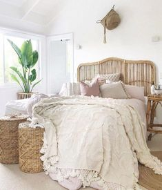 35 Amazingly Pretty Shabby Chic Bedroom Design and Decor Ideas - The Trending House Bedroom Furniture, Bedroom Decor, Bedroom Ideas, Furniture Dolly, Pink Bedroom Walls, Furniture Design, Bedroom Bed, Master Bedrooms, Home Interior