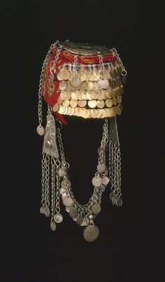Woman's hat, woman's head-dress made of cloth (felt), metal (coins). Turkish Jewelry, Ethnic Jewelry, Jli Kurdi, Rifat Ozbek, Tribal Costume, Palestinian Embroidery, Afghan Dresses, Head Accessories, Hijabs