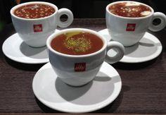 Chocolat chaud aromatisé!  Miam, de délicieuses boissons au chocolat Domori, noisettes, pistaches ou amandes. Un délice pour les papilles