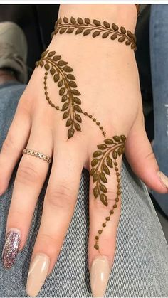 Pretty Henna Designs, Henna Tattoo Designs Simple, Finger Henna Designs, Full Hand Mehndi Designs, Henna Art Designs, Modern Mehndi Designs, Mehndi Designs For Girls, Mehndi Designs For Fingers, Dulhan Mehndi Designs