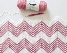 I love when a small variation can freshen up an old pattern! For this blanket I used our regular single… The post Crochet Front Loop Chevron Blanket appeared first on Daisy Farm Crafts. Modern Crochet Patterns, Crochet Blanket Patterns, Baby Blanket Crochet, Crochet Stitches, Crochet Baby, Free Crochet, Chevron Baby Blankets, Chevron Blanket, Chevron Crochet