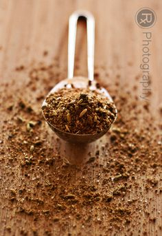 American breakfast sausage spice blend for homemade vegan sausage Homemade Spice Blends, Homemade Spices, Homemade Seasonings, Spice Mixes, Breakfast Sausage Seasoning, Sausage Spices, Sausage Breakfast, Vegan Breakfast, Home Made Sausage