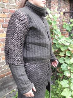 chainmail sleeves Chain Mail, Merino Wool Blanket, Winter Jackets, Vest, Sleeves, Fashion, Winter Coats, Moda, Chain Letter