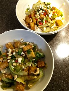 Paistettu tofua, cashewpähkinöitä, kevätsipulia ja paksoita. Tai tässä tapauksessa pikkukaalia, koska ei löytynyt paksoita. Mausteeksi soijaa, chiliä, valkosipulia, miriniä, riisiviinietikkaa ja sesamöljyä. Nopea ja maukas Jamie Oliverin resepti.