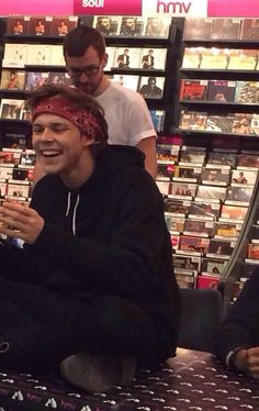 Ashton Irwin at the signing today Chong Isakson 5sos Pictures, Pictures Of People, Aston Irwin, Calum Hood, Michael Clifford, Second Of Summer, Luke Hemmings, Baby Daddy, Boyfriend Material