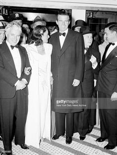 Charlie Chaplin with his wife Paulette Goddard and Tim Durante (r.) attending premiere of 'The Great Dictator.'