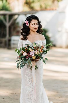 Southern California Spanish Wedding Style with Boho Flair 2019 Fall wedding? This Southern California Spanish Style Bride will knock you off your feet! Corals, rust and deep red. Luxury Wedding Dress, Fall Wedding Dresses, Boho Wedding Dress, Spanish Lace Wedding Dress, Wedding Gowns, Hair Wedding, Red Wedding, Wedding Venues, Vintage Mexican Wedding