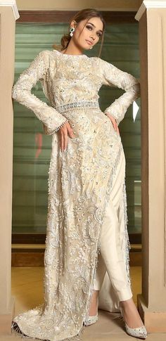 Pakistani Wedding Dresses, Pakistani Suits, Indian Suits, Pakistani Bridal, Indian Dresses, Orientation Outfit, Pakistani Clothing, Indian Fashion Trends, Pakistani Couture