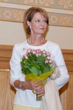 Princess Margarita of Romania Principesa Margarea a Romaniei Romanian Royal Family, Queen Victoria, Descendants, Edinburgh, Flower Girl Dresses, Wedding Dresses, Margarita, Lady, King