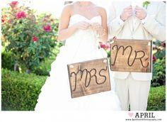 big signs mr and mrs sign Villa de Amore Wedding | Temecula Wedding Photographer » April Smith Photography