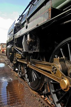 britannia class pacific 70013 oliver cromwell at crewe heritage centre from this viewpoint the fact that the loco is incomplete is hidden Flying Scotsman, Steam Railway, Train Art, Train Engines, Steamers, Steam Engine, Orange Peel, Steam Locomotive, Train Travel