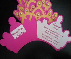 Convite coroa de princesa com aplicação de meia pérola.