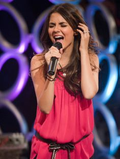 :) emotional singer like rachel berry in glee xD Victorious Tori, Victoria Justice Victorious, Tori Vega, The Best Series Ever, Famous Singers, Beautiful Actresses, Role Models, Cute Outfits, Celebs