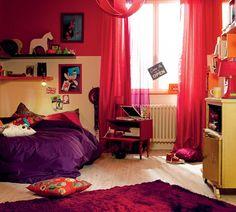 Camera da teenager: sofisticata e vivace, come la sua proprietaria. Colori accesi e tessuti trasparenti per giocare sui contrasti.