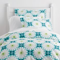 This pretty comforter for kids makes her bedroom instantly more cheery and cozy. Beautiful blossoms printed on soft 200-thread count cotton.
