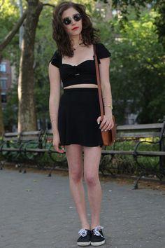 Street Style: Choose a stylish low-key ensemble Love Fashion, Fashion Looks, Fashion Outfits, Ladies Fashion, College Fashion, School Fashion, Funky Outfits, Cute Outfits, Get Dressed